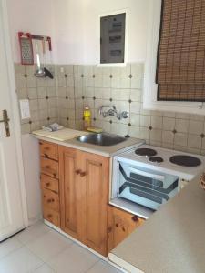 Een keuken of kitchenette bij Aprilis Apartments