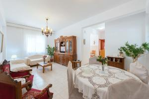 A restaurant or other place to eat at Konstantinos Apartment