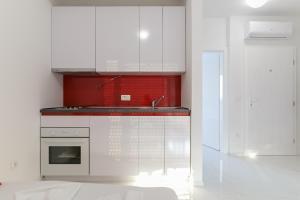 A kitchen or kitchenette at Villa JASMINA