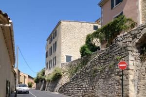 The facade or entrance of Les Galets, Enjoy Luberon Lifestyle