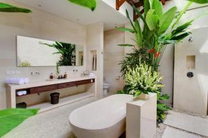 A bathroom at Nyaman Villas