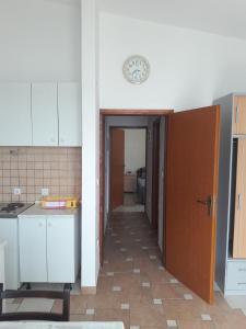 A kitchen or kitchenette at Apartments Jaram