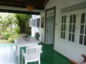 Villa green shadow