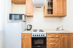 A kitchen or kitchenette at Dom Na Begovoi 2
