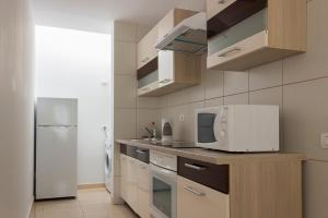 A kitchen or kitchenette at Apartament Island Village