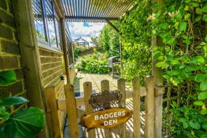 Badgers Den - Covehurst Bay Holiday Cottage