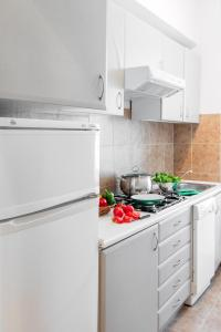 A kitchen or kitchenette at Residence St. Andrew's Palace