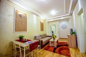 Apartment Sweet House Politika
