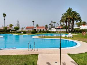 The swimming pool at or close to Bungalow Playa del Inglés JF/GI
