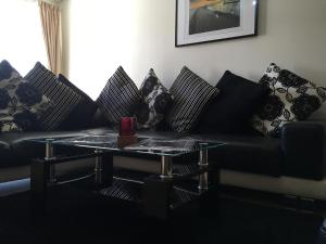 A seating area at Kumar Suites Hanson Park Apartment