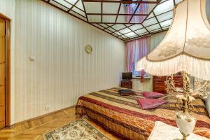 Кровать или кровати в номере Longo Apartment Фонтанка