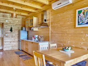 A kitchen or kitchenette at Holiday Homes Vita Natura