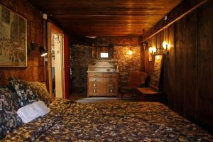A bed or beds in a room at Lieu Secret dans les Alpes Suisses