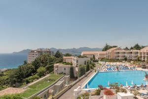The swimming pool at or near Résidence Pierre & Vacances Cannes Villa Francia