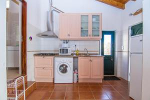 A kitchen or kitchenette at Akivillas Lagos Quiet