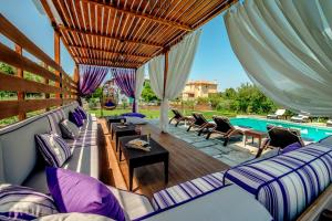 A restaurant or other place to eat at Levantes Villas