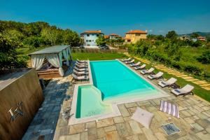A view of the pool at Levantes Villas or nearby
