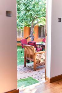 American Guest House, Los Santos de la Humosa – Обновени ...