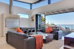 Nox Rentals - Sea and Rock Villa