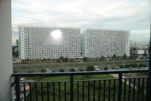 Sea Residences Condodeal at MOA