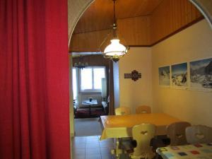 Restaurant ou autre lieu de restauration dans l'établissement Chalet Wättertanna