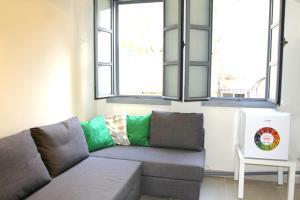 Ein Sitzbereich in der Unterkunft Authentic apartment in Acre