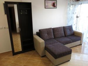 A seating area at Apartments Victoriya