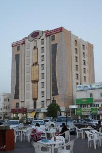 A restaurant or other place to eat at Husin Al Khaleej Hotel Apartment