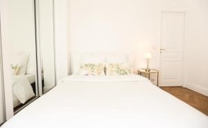 A room at Parislux