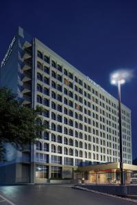 Hotel doubletree dallas market tx for Metropolitan exteriors inc reviews