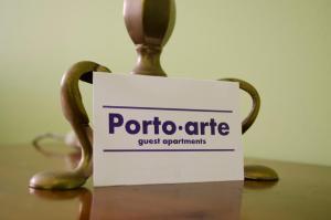 Um certificado, prémio, placa ou documento mostrado em Porto.arte guest apartments