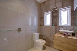 A bathroom at Bondi Beachfront Penthouse Apartment