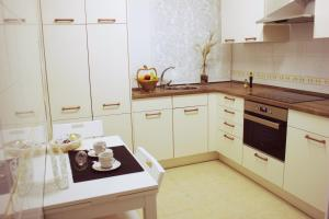 A kitchen or kitchenette at Apartamento en el centro de Montilla