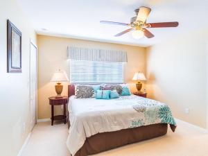 Uma cama ou camas num quarto em Coco Palm Townhome 8964