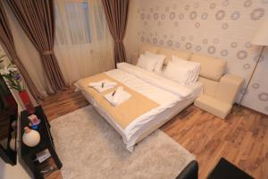 A bed or beds in a room at City Centre Victoriei Apartment