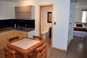 A kitchen or kitchenette at Apart Hotel Endurance