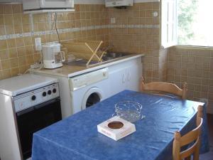A kitchen or kitchenette at Guéraçague Etcheverry Garaya