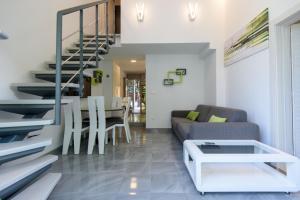 The lounge or bar area at Apartments Mali Stradun