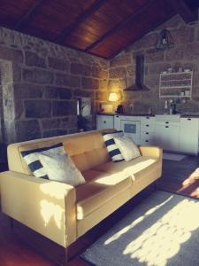 Uma área de estar em Abrigo do Mezio - Country House