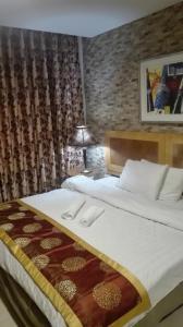 (Palm Hotel Suites)