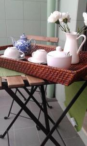 Coffee and tea-making facilities at My Home in OPorto