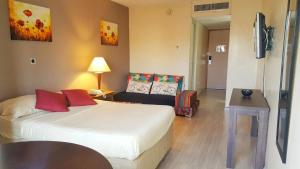 E M City Hotel
