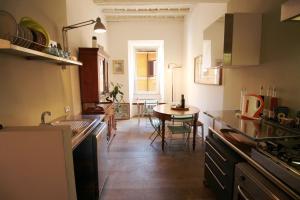 Trevi Fountain 2BR Apartment