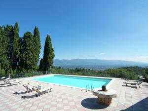 The swimming pool at or near Camino Ugo