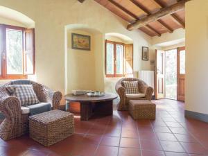 A seating area at Camino Ugo