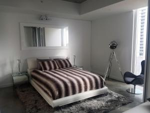 A bed or beds in a room at Downtown Miami Deluxe Apartment