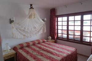 A bed or beds in a room at Island Village