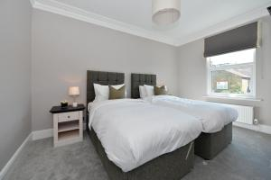 A bed or beds in a room at Veeve - Fabulous Home in Fulham
