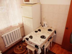 A bathroom at Apartment on Zakarpatskaya Street