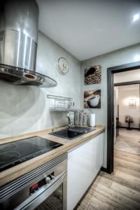 O bucătărie sau chicinetă la Apartament Świętojerska 24